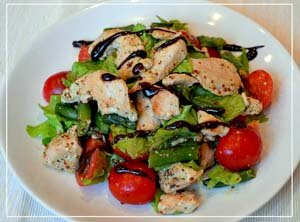 Готовый салат с заправкой и глазурью