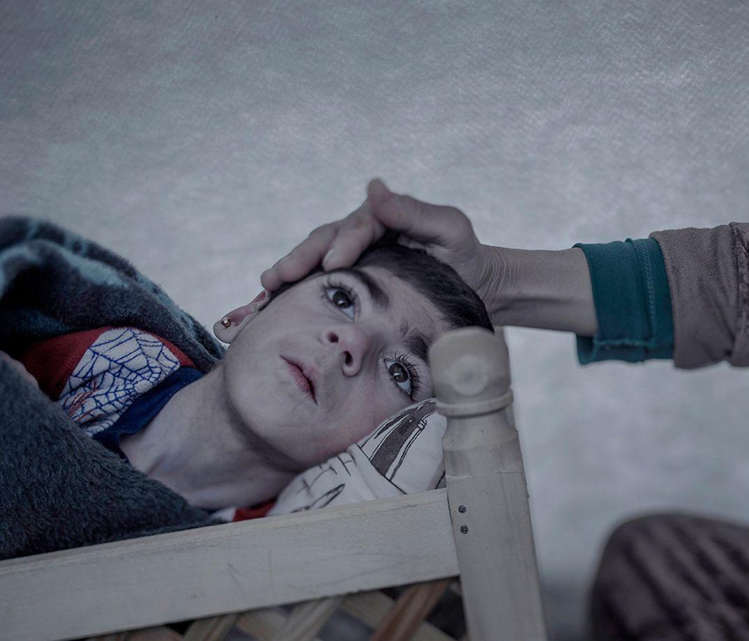 6. Девятилетняя Шираз живет в лагере беженцев в Турции. Когда ей было три месяца, врачи поставили ей