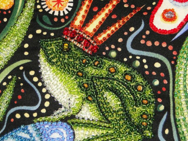 Если вам подвластна вышивка бисером - можно сотворить вот такие чудесные подушки, вышитые бисером!