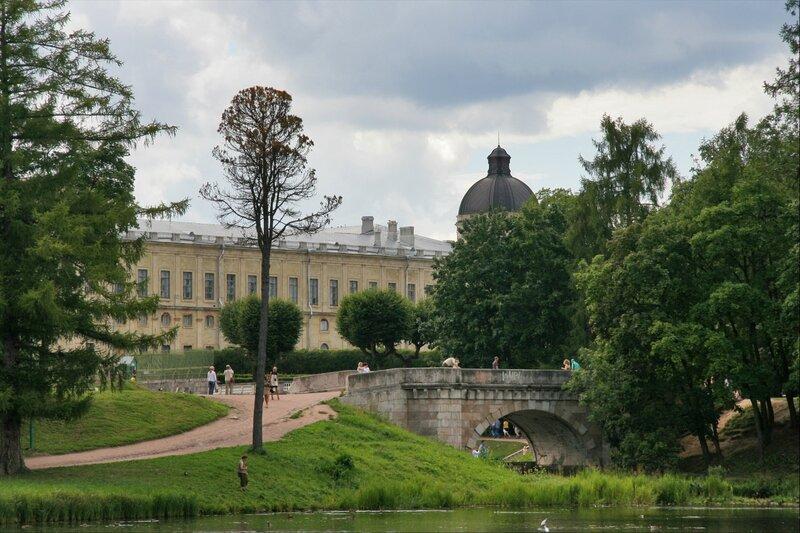 Гатчинский парк, Карпин мост и дворец