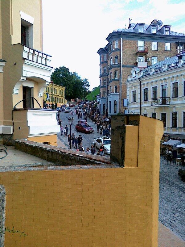 Вид с лестницы на Андреевский спуск