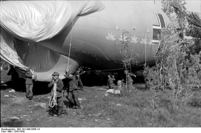 Nordeuropa, Soldaten beim Start eines Ballons