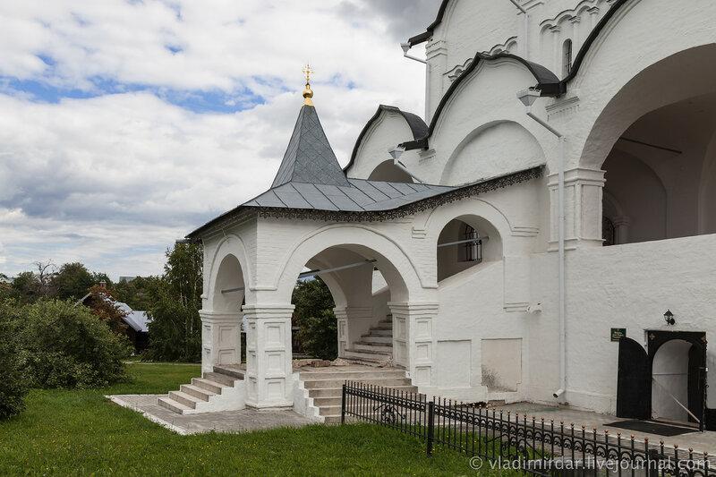 Северное крыльцо Покровского собора