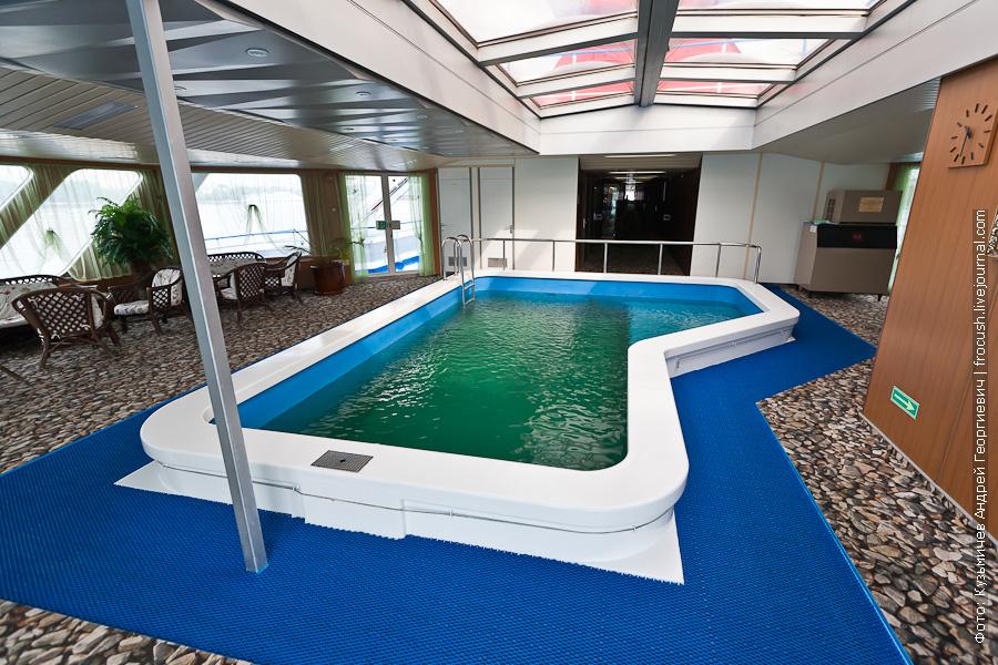бассейн на теплоходе