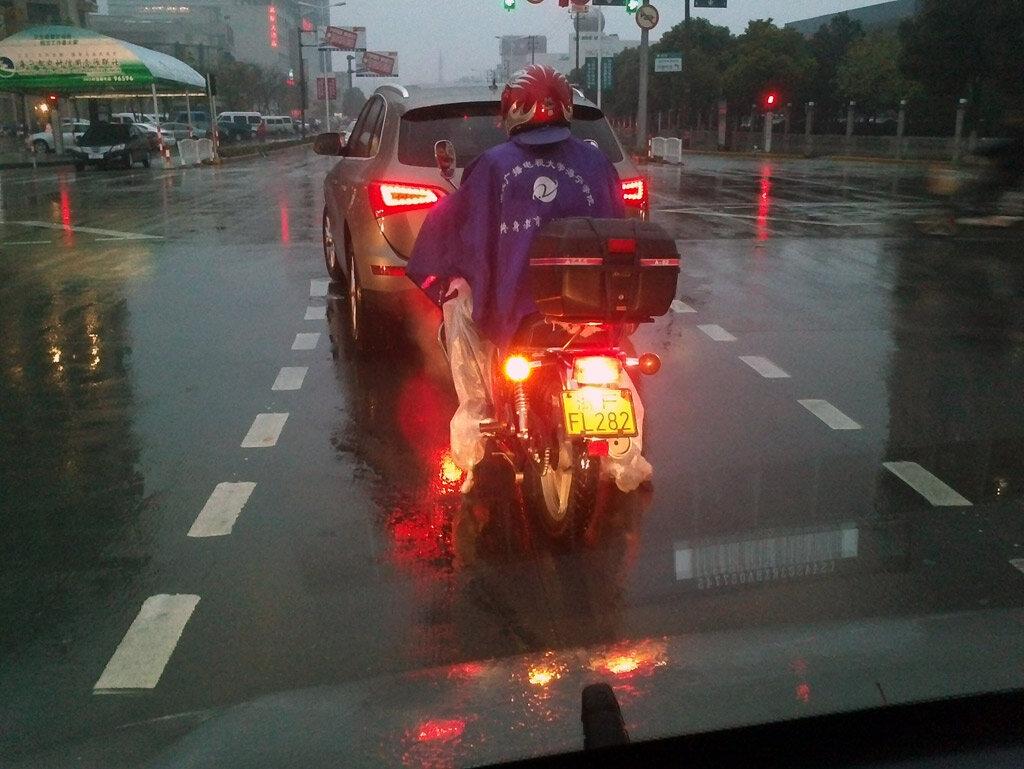 Китайский мотоциклист