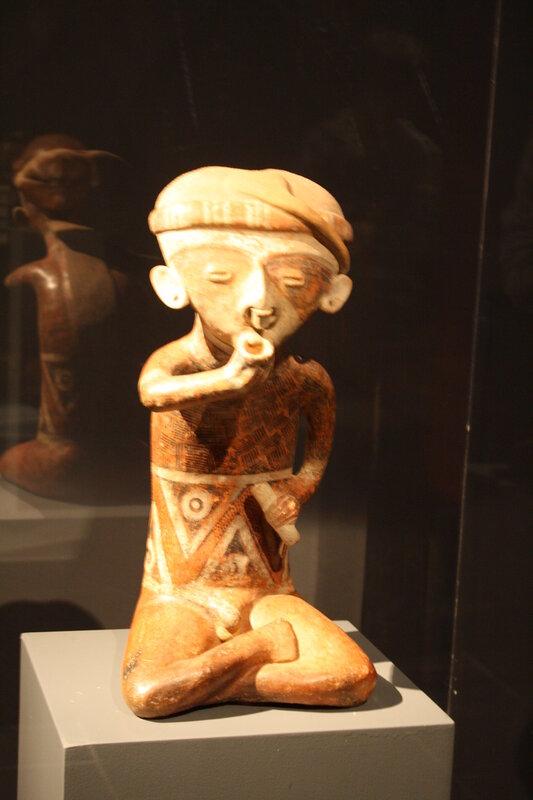 Скульптура инков, сидящий в позе полулотоса