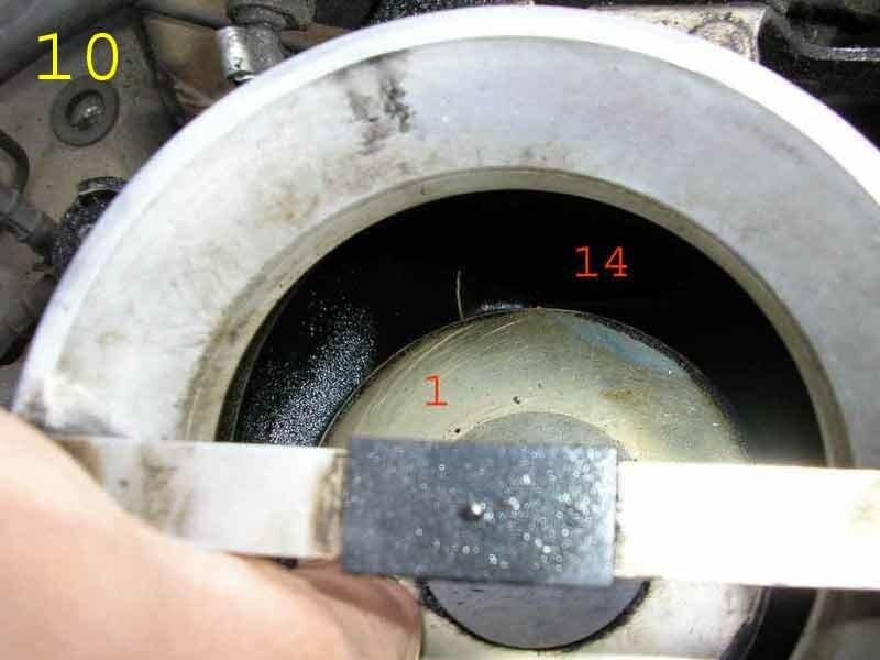 Двигатель мерседес 102.  Основные детали и узлы (датчики) на ГБЦ мотора.