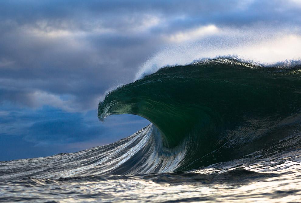 4. Даже слабый ветер может создает волны. Обычно высота волн не превышает 4 метров. Большие вол