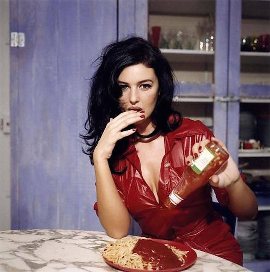 Завтрак с Моникой Беллуччи. Автор фото — фешен-фотограф Беттина Реймс. Ноябрь 1995 года, Париж.
