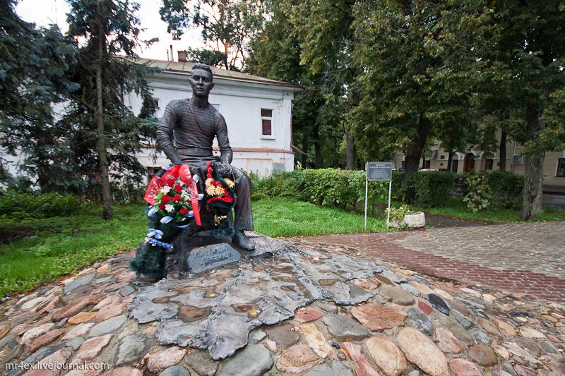 Памятники в Суздале