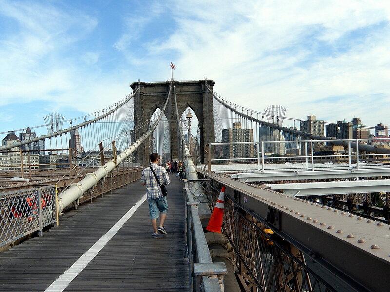 По Бруклинскому мосту