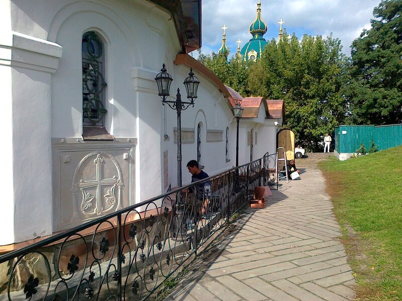 Продолжаются работы по бетонированию Десятинного монастыря