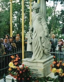 Памятник на могиле Крушельницкой