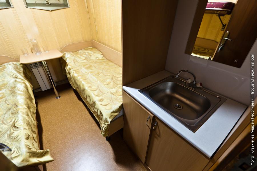 Трехместная ярусная каюта №2 на нижней палубе теплоход Кулибин