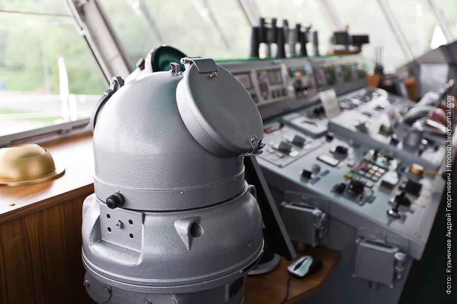 теплоход Толстой фото капитанский мостик