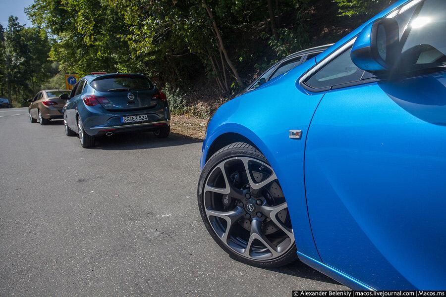 машины голубого цвета