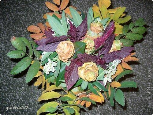 Букет для осеннего бала из листьев