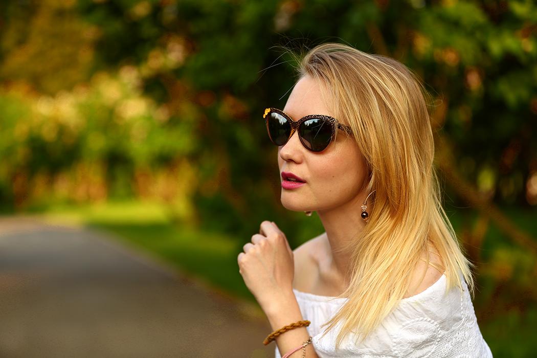 inspiration, streetstyle, spring outfit, moscow fashion week, annamidday, top fashion blogger, top russian fashion blogger, фэшн блогер, русский блогер, известный блогер, топовый блогер, russian bloger, top russian blogger, streetfashion, russian fashion blogger, blogger, fashion, style, fashionista, модный блогер, российский блогер, ТОП блогер, ootd, lookoftheday, look, популярный блогер, российский модный блогер, russian girl, с чем носить белую блузку, как одеться весной, модные аксессуары, джинсы клеш, flared jeans streetstyle, пастельная одежда, с чем носить пастельную одежду, как сочетать пастельные цвета, pastel colors, pastel colors combination, blues jeans, white off-shoulder blouse, цветовые сочетания, как определить свой цветотип, calvin klein, chicwish, streetstyle, sunset photo, красивая девушка, девушка и закат, вино из одуванчиков, flowers and girl, la strada sunglasses