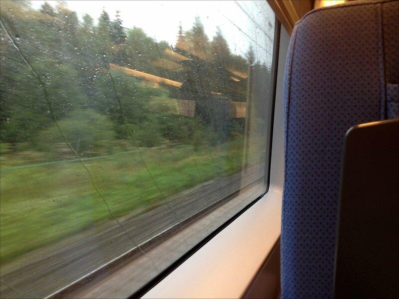 Дождь из окна Сапсана