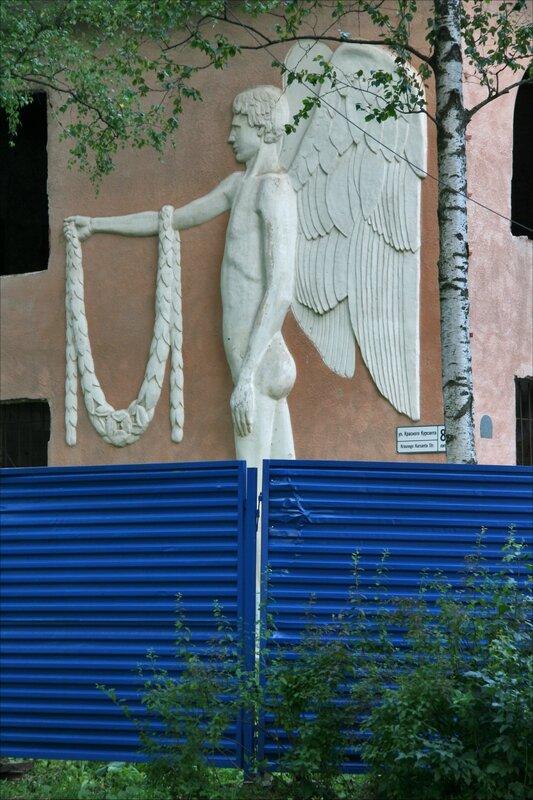 Павловск, ангел на доме С.Мандель