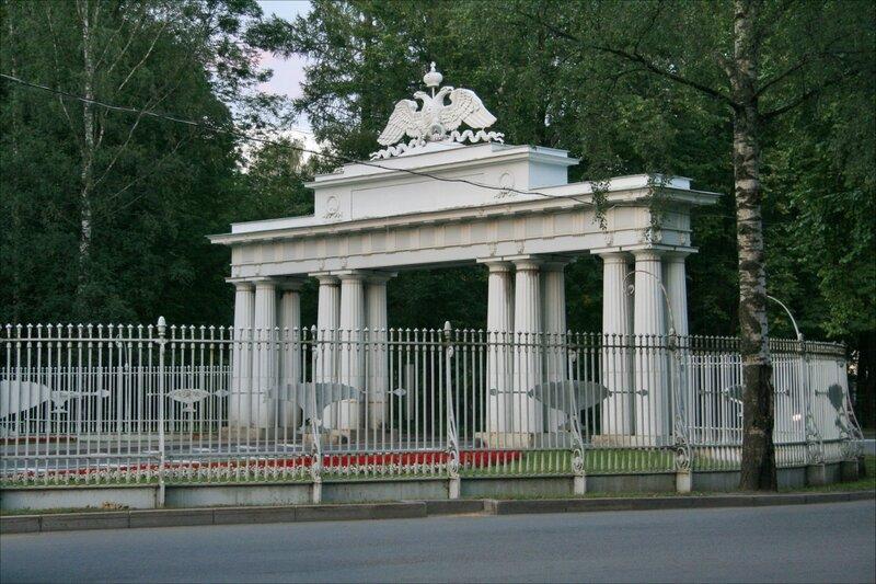 Павловск, Чугунные (Николаевские) ворота