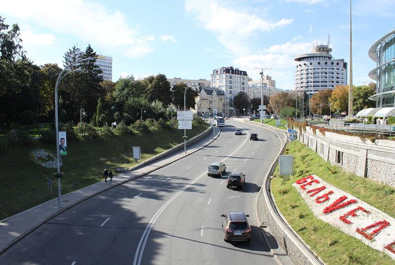 Вид с мостика на площадь Славы