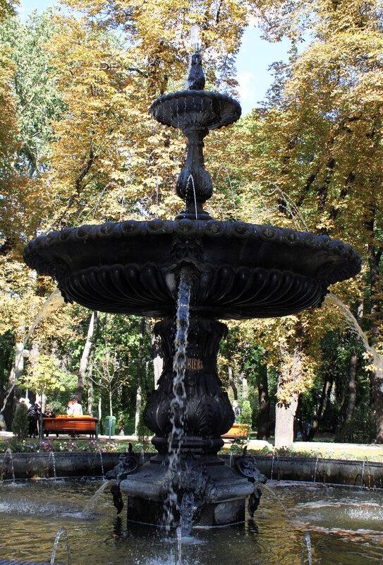 Чаша фонтана в Мариинском парке