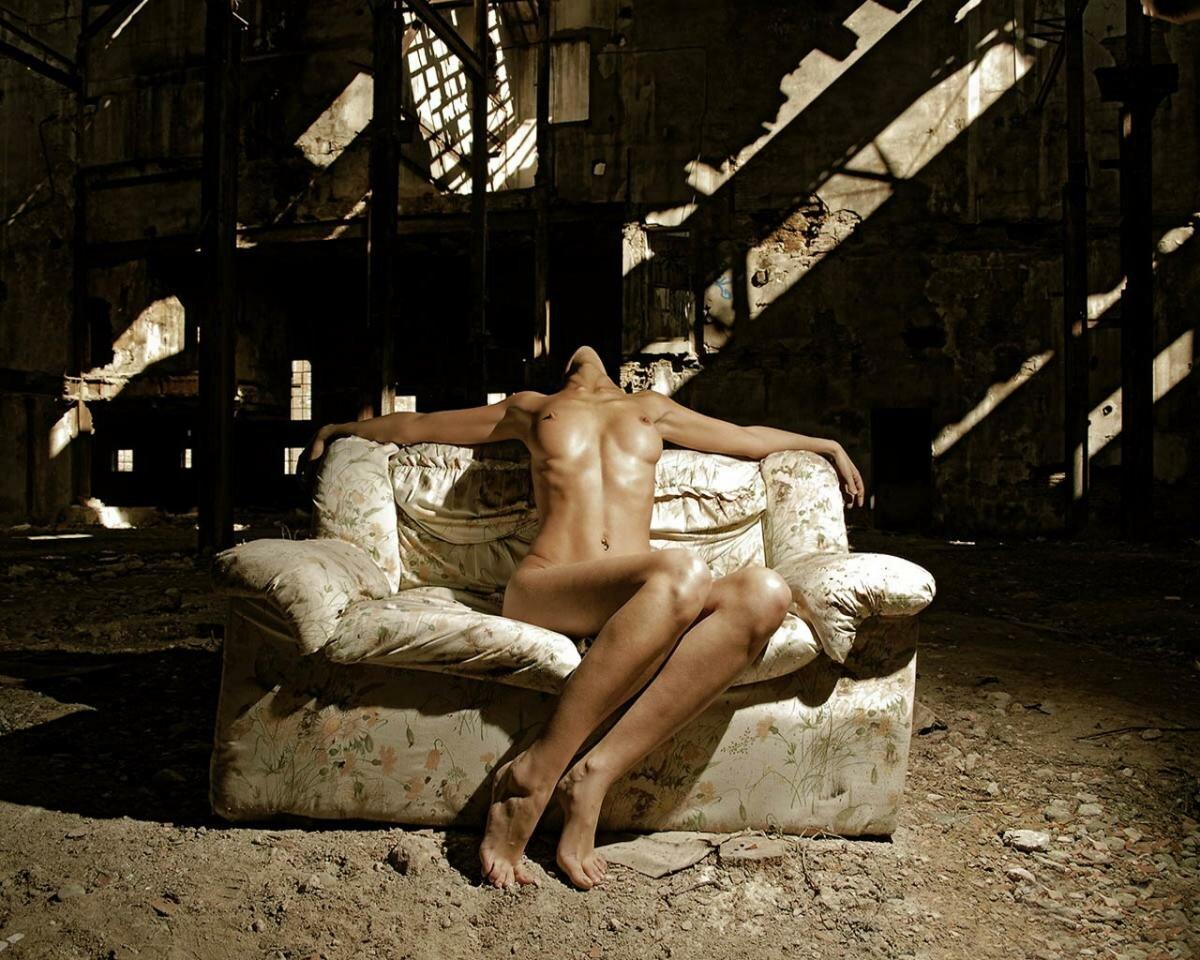 Русские девки голые в заброшенных стройках 22 фотография