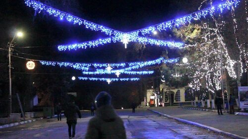 Праздничная ярмарка, каток и новогодняя ёлка от Ренато Усатого