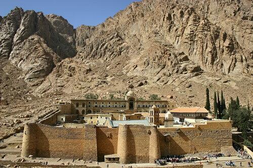 Египет. Монастырь Святой Екатерины у подножия горы Моисея.