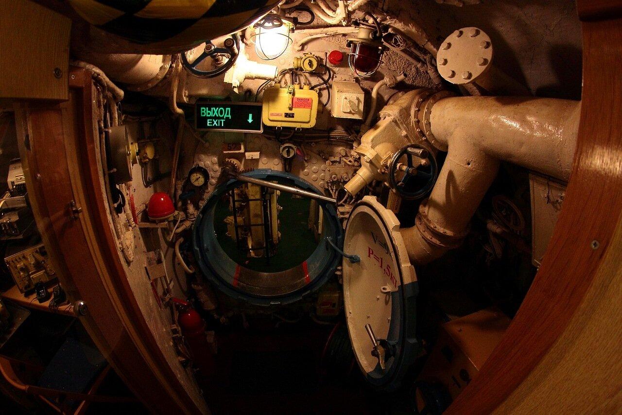 центральный пост подводной лодки фото