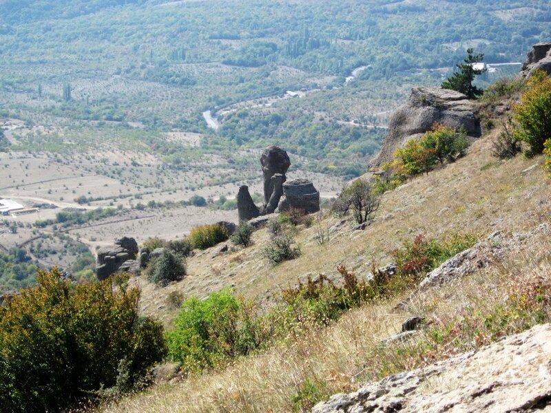 Вид на группу скал