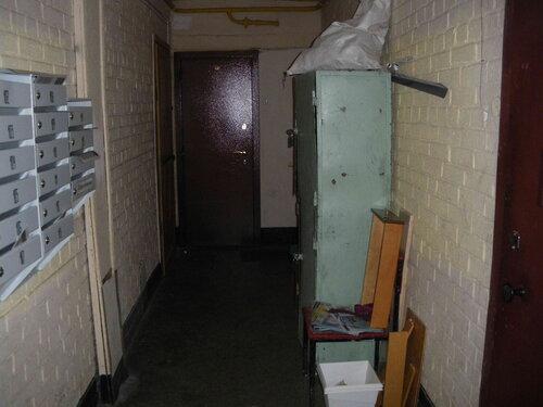 Фото 1. Вместо магистрального электрощита находим помещение, занимаемое правлением ЖСК. Ночью, естественно, там никого нет. Где ключи от помещения, в котором расположен магистральный электрощит, неизвестно.