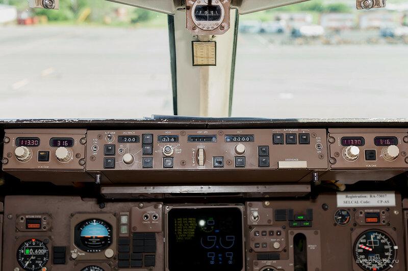 Boeing 757-230 (RA-73017) ВИМ-Авиа D701057