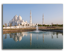 ОАЭ. Абу Даби. Sheikh Zayed Mosque in Abu Dhabi. Фото Mariia Savoskula - shutterstock