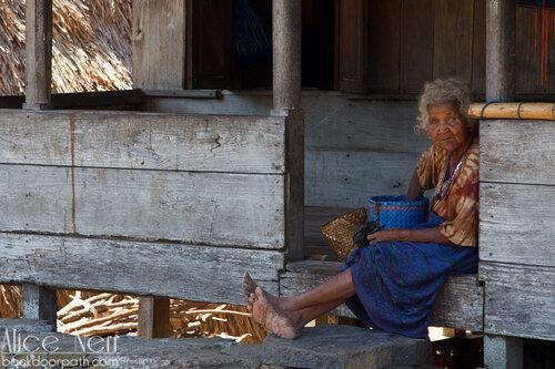 колоритная жительница деревни Бена