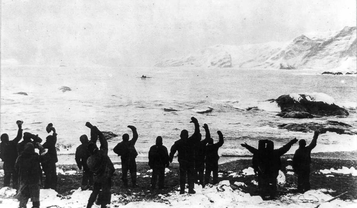 48. Экспедиция прощается с экипажем «Джеймса Кэйрда», который отправился к острову Южная Георгия в п
