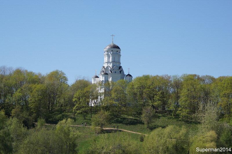 Коломенское с противоположного берега Москва-реки