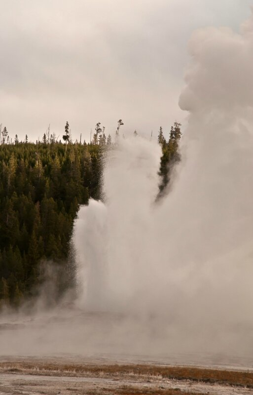 Гейзер Old faithful