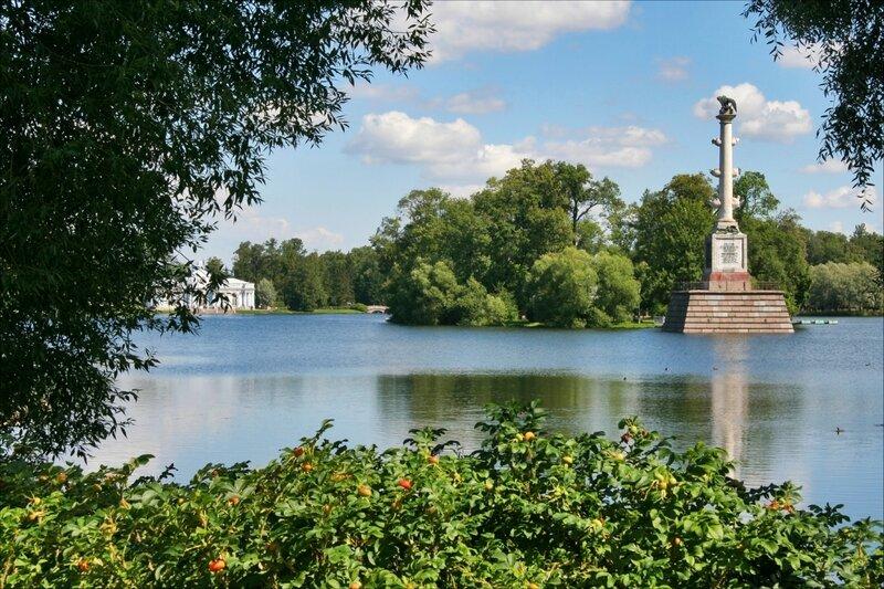 Большой пруд, Грот и Чесменская колонна