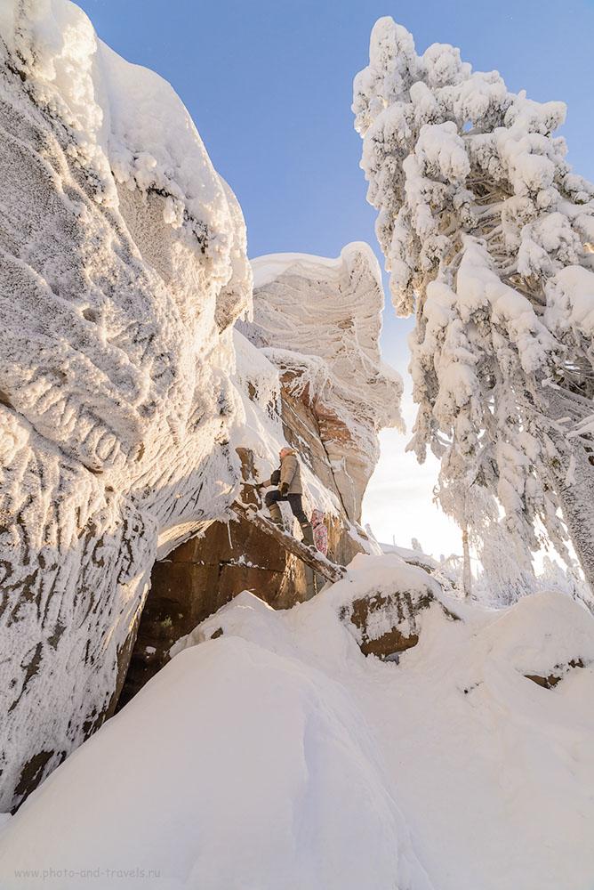 Фото 26. Подъем на скалы Каменный город. Хотя на самый верх можно забраться по лестнице, подумайте, прежде чем решитесь на это – всё во льду, как будете слезать обратно… 1/320, 0.67, 8.0, 320, 14.