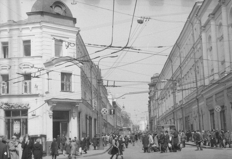 12437 Улица Жданова Виталий Царин 1981.jpg