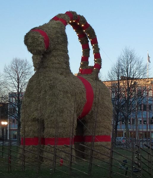 Интересная история традиционного рождественского соломенного козла (Юлебукка)