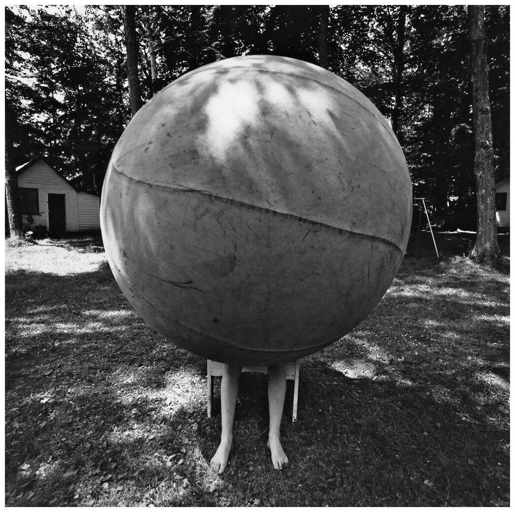 1969. Мальчик с огромным шаром. Олбани