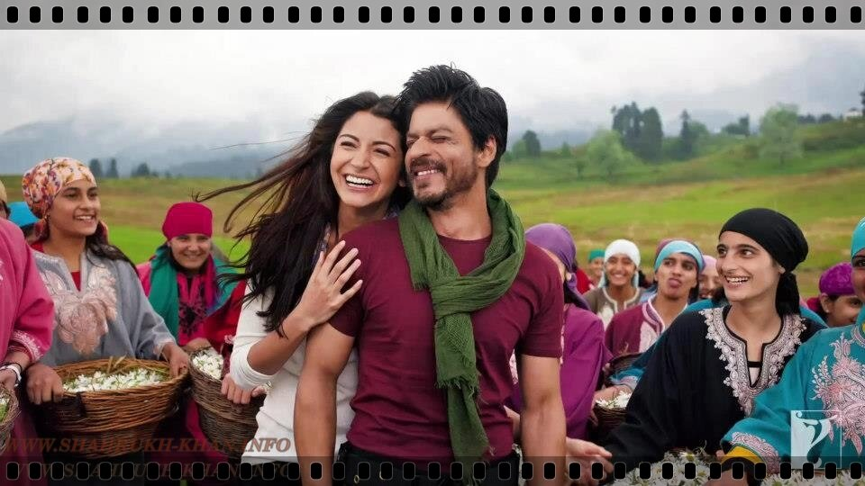 Shahrukh Khan & Anushka Sharma - JAB TAK HAI JAAN (still fr movie)