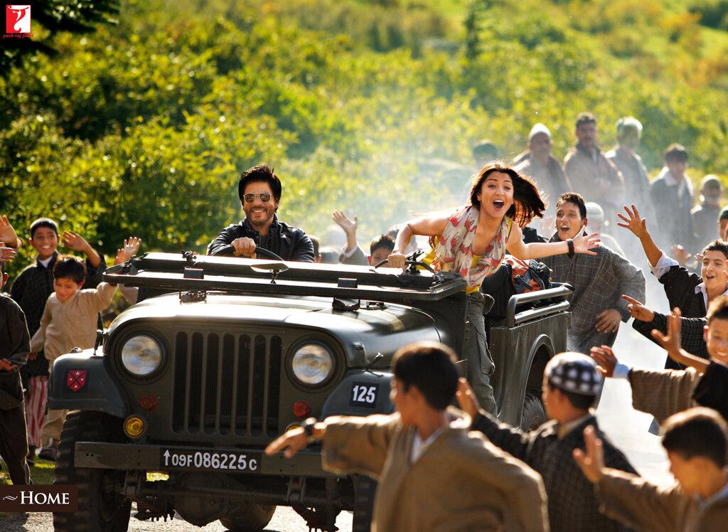 Shahrukh Khan & Anushka Sharma - JAB TAK HAI JAAN (still fr movie)
