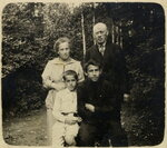 1920-е Софья и Аркадий с Борей и Максом--.jpg