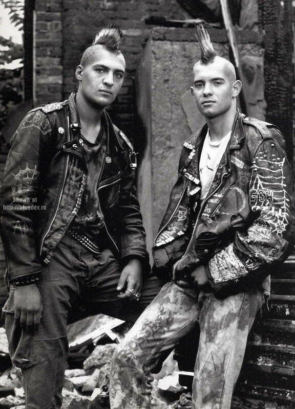 Представители молодежных субкультур Англии 70-90-х годов