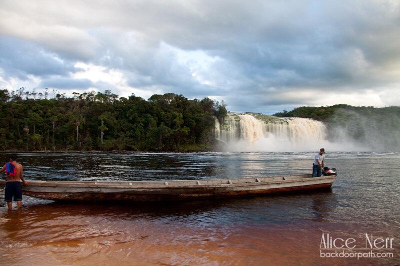 Лагуна и водопад Канайма