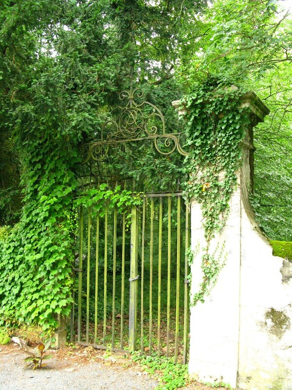 Ворота в замок (ныне закрытые)